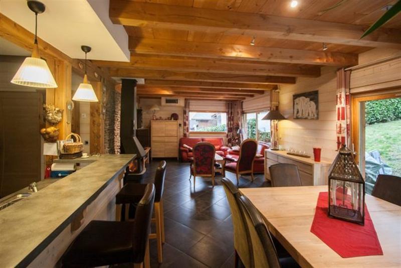 Ref: 107360745 7 Bedrooms Price € 721,000
