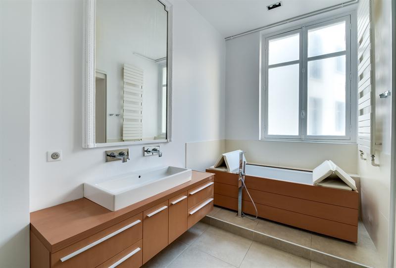 Ref: 104244527 4 Bedrooms Price € 4,490
