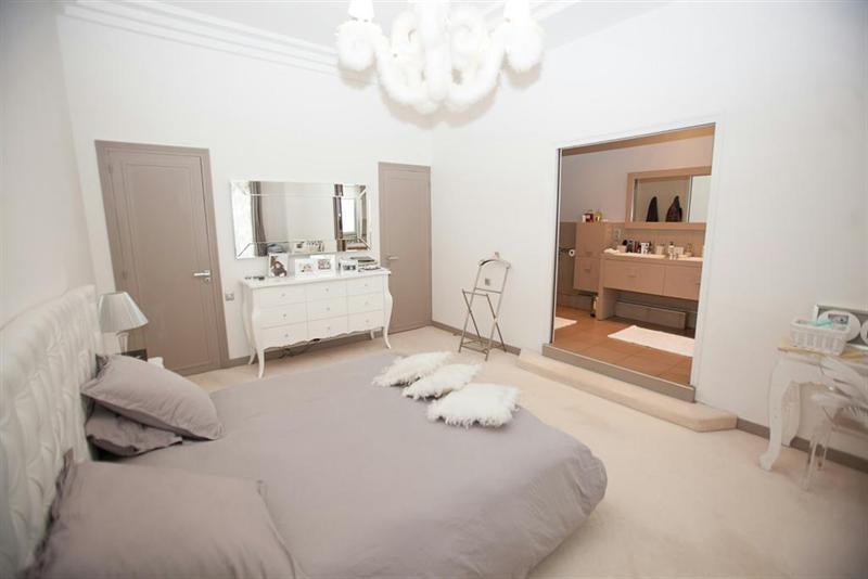 Ref: 99302301 4 Bedrooms Price € 2,490,000