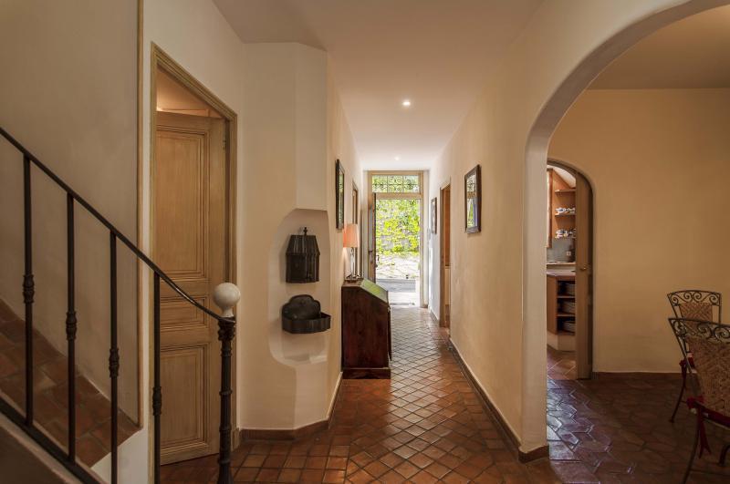 Ref: 98257913 5 Bedrooms Price € 4,850,000
