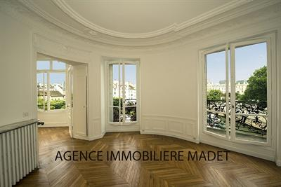 Ref: 107249099 4 Bedrooms Price € 2,990,000