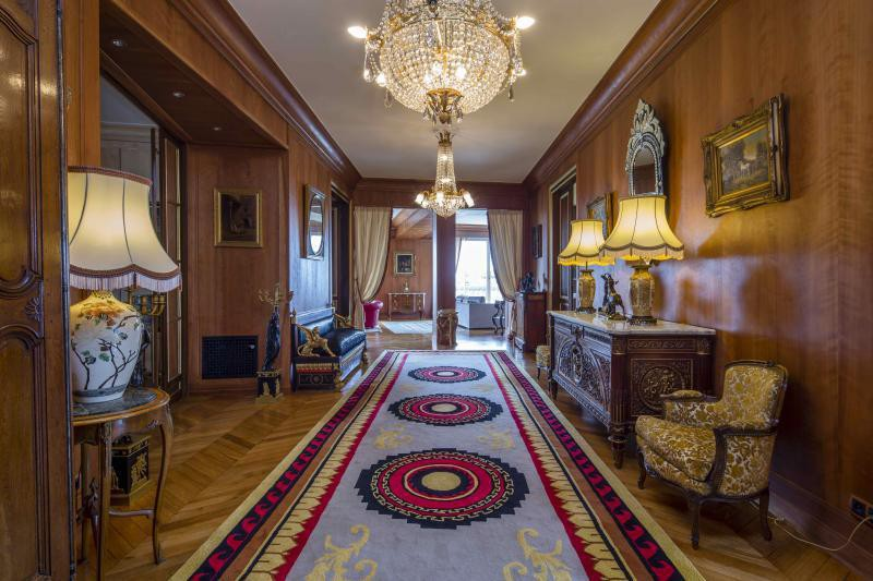 Ref: 99545881 4 Bedrooms Price € 6,900,000