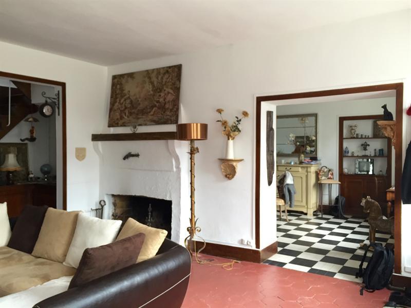 Ref: 107351467 5 Bedrooms Price € 2,200