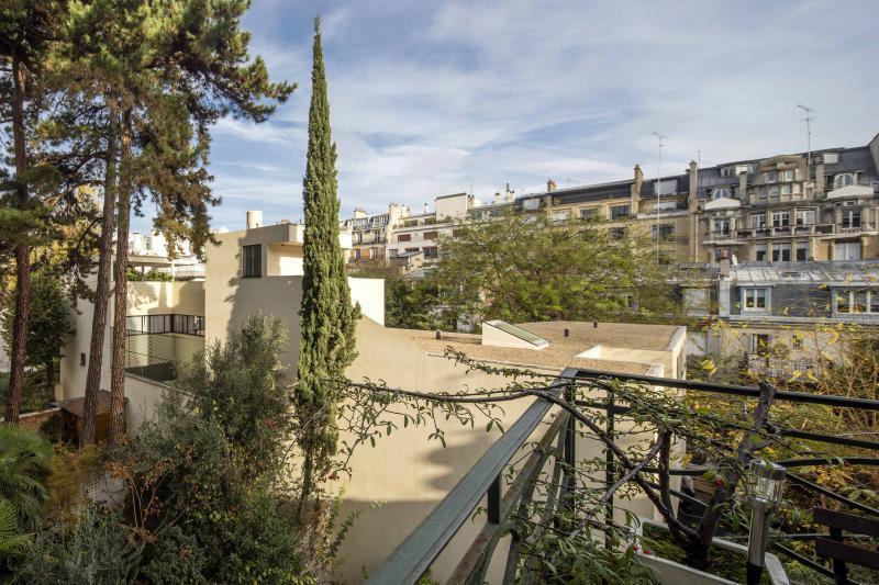 Ref: 103600861 3 Bedrooms Price € 2,470,000