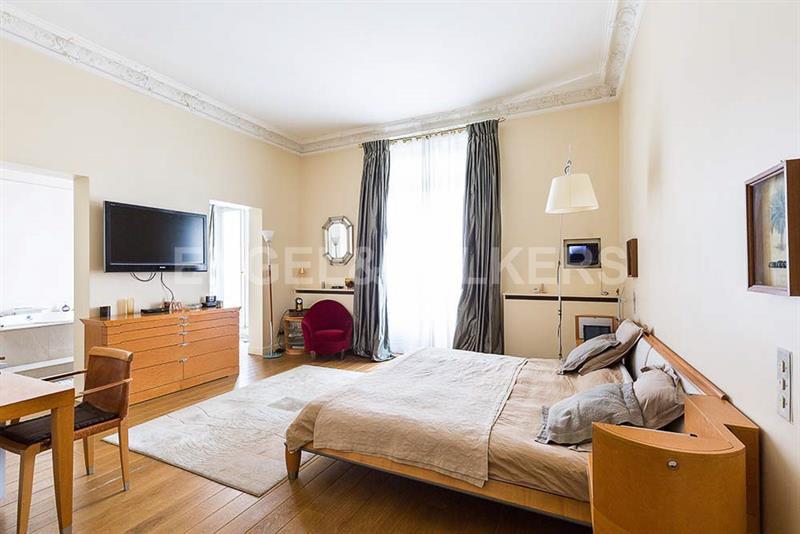Ref: 108921035 5 Bedrooms Price € 3,610,000