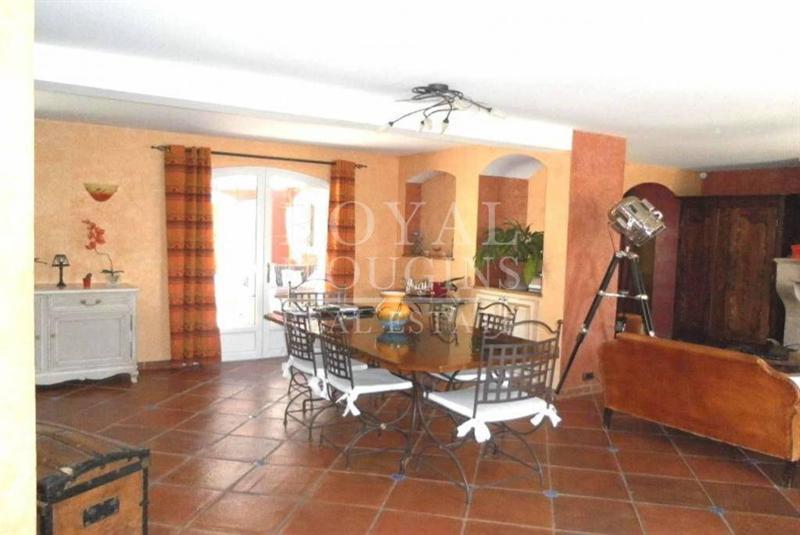 Ref: 106471155 5 Bedrooms Price € 1,590,000