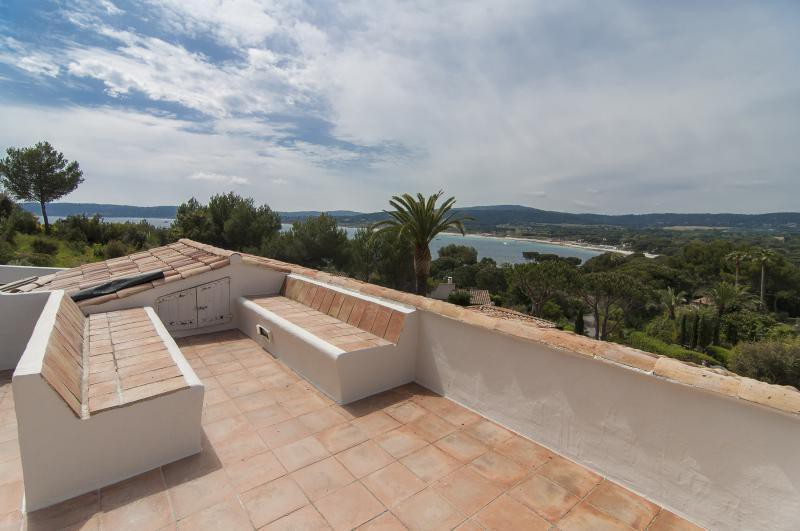 Ref: 100168309 5 Bedrooms Price € 25,000,000