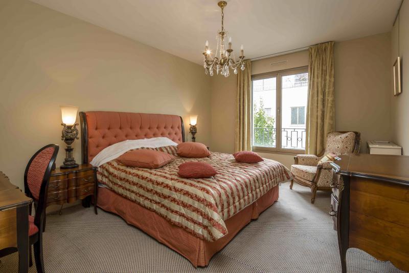 Ref: 104847295 2 Bedrooms Price € 1,820,000