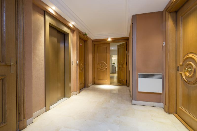 Ref: 98435443 2 Bedrooms Price € 890,000