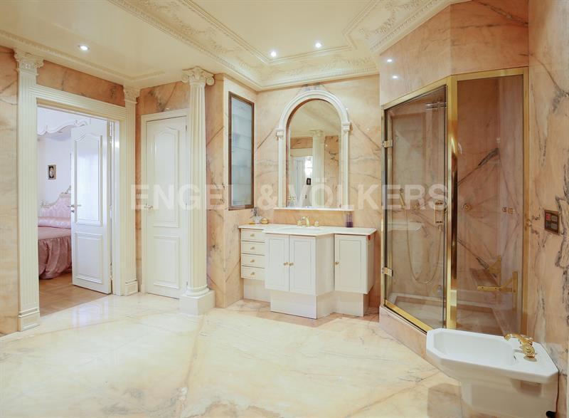 Ref: 108052297 2 Bedrooms Price € 2,310,000