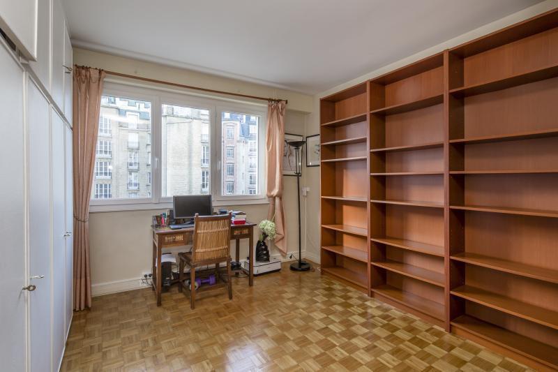 Ref: 107079109 3 Bedrooms Price € 992,000