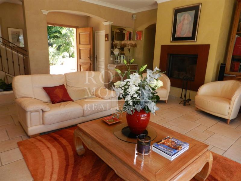 Ref: 107075315 5 Bedrooms Price € 1,290,000